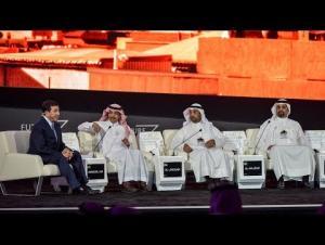 عوض الله يظهر مجددا مع وزراء خليجيين (فيديو)