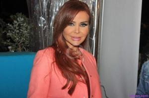 رولا سعد تثير الجدل بتنورة شفافة  ..  الصورة