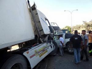 13 اصابة بحادث تصادم على طريق صافوط - البقعة