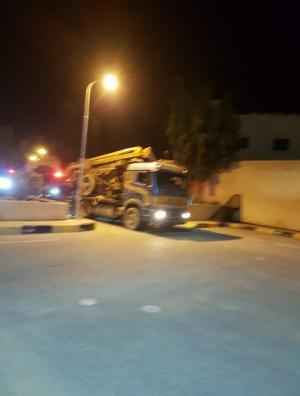 القبض على 4 أشخاص قاموا بحفر بئر خلال الحظر الشامل (فيديو وصور)