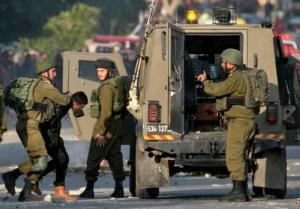 الاحتلال يعتقل 10 فلسطينيين من الضفة المحتلة