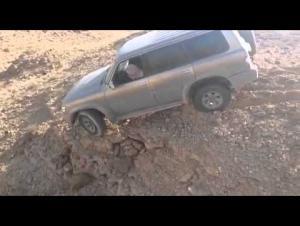 قتلوه ووضعوا جثته في مركبته وألقوها من منحدر في عمان