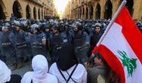 متظاهرو لبنان يجبرون النواب على تأجيل جلستهم