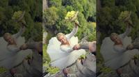 يوثقون زفافهم بصور مميتة (شاهد)