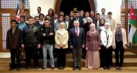 الملك يلتقي طلبة جامعيين تفوقوا بمسابقات عالمية