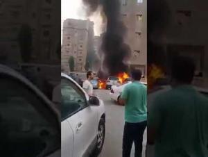 احتراق 3 مركبات بفعل ارتفاع الحرارة بالكويت (فيديو)