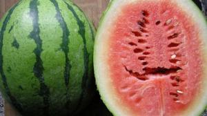انتبهوا من الشقوق الموجودة في البطيخ !