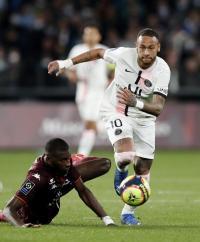 نيمار يهاجم حكام فرنسا بسبب نجم ليون