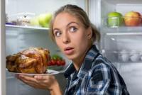 دراسة تحدد أسباب الشراهة في تناول الطعام