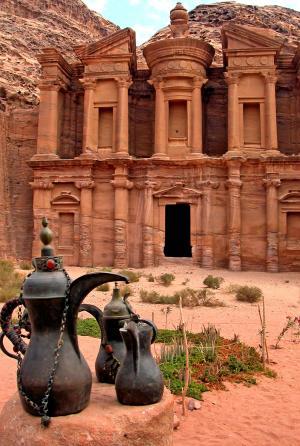 الفرجات ينفي إخلاء موقع البتراء الأثري