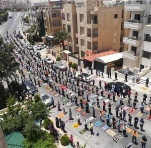 السماح بأداء صلاة الجمعة في المساجد سيرا على الأقدام