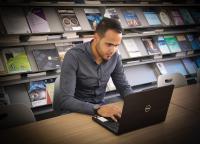 """طالب في """"عمان العربية"""" يعدّ نظاماً آلياً للرد على الاستفسارات"""