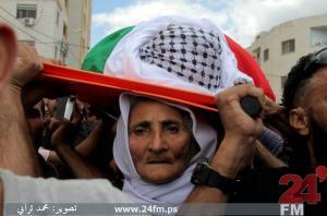 ام الشهيد ياسر حمدوني تُشيع ابنها (صور )