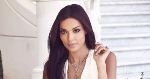 نادين نسيب نجيم في وصلة رقص مع صديقاتها (فيديو)