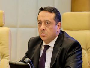 مصدر حكومي: لا علاقة للوزير الداوود بتوقيف محمد بني سلامة