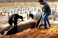 """حانوتي"" حفر قبرا فدفن به!!"