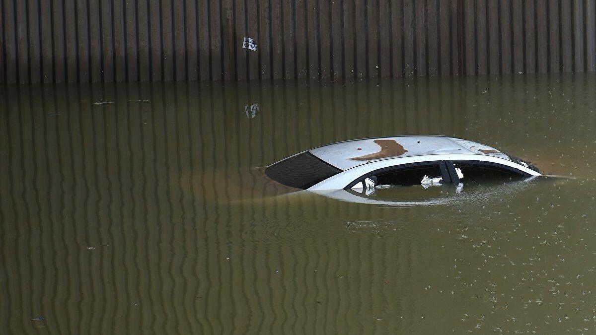 كيف تحمي سيارتك من الفيضانات Image