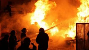 اصابتان بحريق مطعم في حي نزال