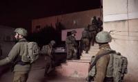 الإحتلال يعتقل 22 فلسطينيا
