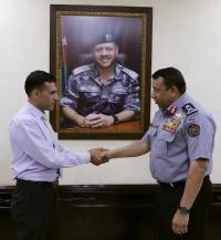 المدير العام لقوات الدرك يكرم متقاعداً لأمانته