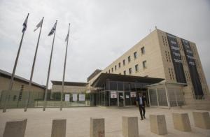 """""""إسرائيلي"""" زار إيران سرا والتقى مسؤولين استخباريين فيها"""