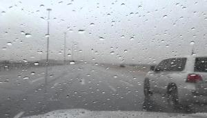 """امطار غزيرة بـ""""جرف الدراويش"""" وتحذير من تشكل السيول"""