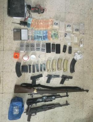 7 آلاف حبة مخدرة وأسلحة بحوزة مطلوبين في الضليل