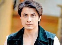 اتهامات جنسية تلاحق فنان باكستاني