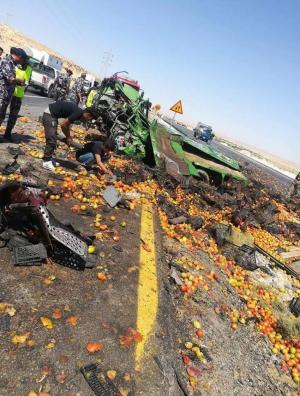 """3 اصابات بتصادم صهريج نفط و""""ديانا"""" في الصحراوي"""