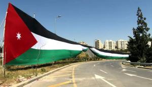 أمانة عمان تباشر تعليق أطول علم