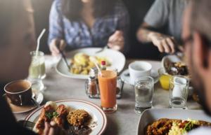 ما هو الوقت المثالي لتناول الطعام بعد رمضان؟