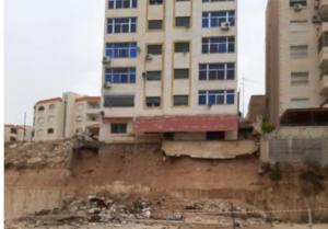 بلدية الزرقاء توضح اسباب انهيار الجدار الاستنادي