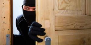 ضبط شخص قام بسرقة مكاتب في اربد
