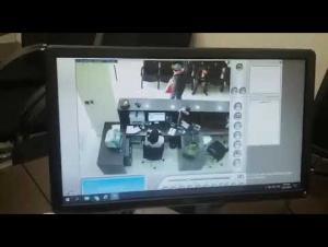 لحظة السطو على احد فروع بنك الاسكان (فيديو)