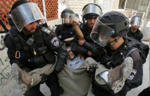 أسير قاصر يروي كيف روعه الإحتلال خلال اعتقاله