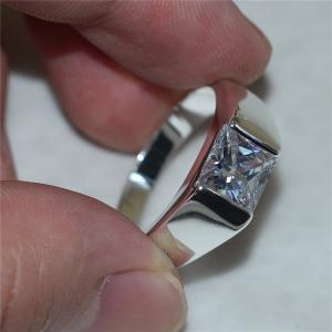 """الزام شركة مجوهرات بدفع ثمن خاتم """"سولتير"""" لمواطن"""