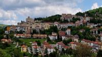 قرية إيطالية تجذب السكان الجدد إليها بخطة مبتكرة