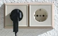 مخاطر مخيفة لإشعاعات المقابس الكهربائية