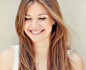 المبتسمة