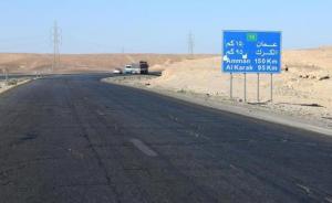 """اصابة 12 شخصا بتدهور """"باص"""" على الطريق الصحراوي"""