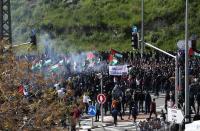 آلاف الفلسطينيين يحتجون ضد عنف شرطة الاحتلال
