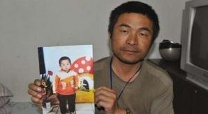 أب يعثر على ابنه المختطف بعد 24 عاما