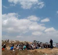 """صلاة الجمعة في """"خلة حسان"""" المهددة بالمصادرة"""