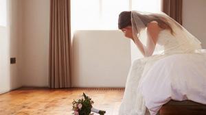 """ادعى أنه عريسها  ..  اغتصاب """"عروس"""" ليلة زفافها ! (شاهد)"""