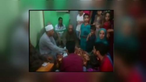 فيديو مأساوي لمأذون يفارق الحياة أثناء عقده قران ابنته (شاهد)