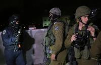 قوات الإحتلال تشن إعتقالات في الضفة