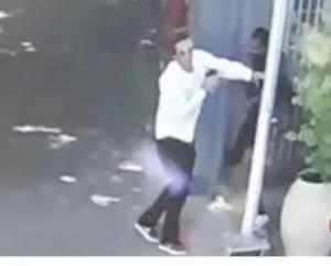 """بالفيديو ..  فلسطيني حاول خنق """"اسرائيلي"""" اثناء عودته من الاردن"""