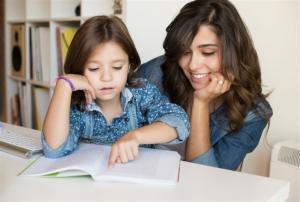 كيفية التعامل مع الطفل الرافض للمذاكرة؟