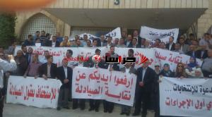 """اعتصام مفتوح في """"الصيادلة"""" احتجاجا على تأجيل الانتخابات (صور)"""