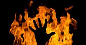 مواطن يهدد بالانتحار أمام شركة كهرباء اربد